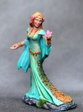 DARK SWORD MINIATURES - DSM7637 Female Druid