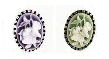 Markenlose Modeschmuckstücke aus Kunststoff und gemischten Metallen