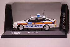 OPEL VAUXHALL VECTRA 1977 METROPOLITAN POLICE SCHUCO 1/43 NEUF EN BOITE