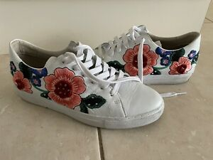 Skechers Womens White Sneaker With Floral Embroidery Size 8