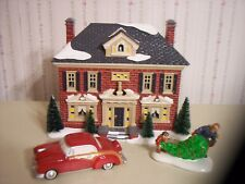 """DEPT 56 SNOW VILLAGE """"RICHMOND HOLIDAY HOUSE"""" LIGHTED BUILDING WITH ACCESSORIES"""