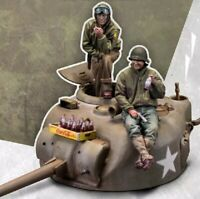 1/35 Resin Figure Model Kit 2 Soldiers and Tank WWII Unpainted Unassambled