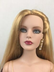 Lace & Roses Sydney exclusive FAO Schwartz Exclusive fully dressed doll Tonner