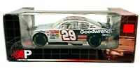 1/24 KEVIN HARVICK #29 GM GOODWRENCH SERVICE 2002 ACTION NASCAR DIECAST