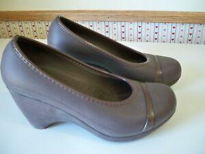 Crocs Womens Heels BROWN Rubber Slip On Cap Toe Wedge Pumps Shoes Size 8