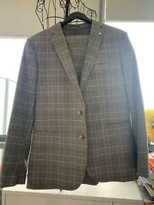 Politix men's suit Brand New size XL in grey check with brown stripes
