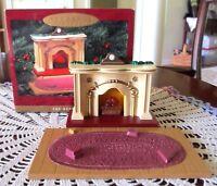Hallmark Keepsake THE BEARINGERS Christmas Ornament Fireplace Lights Up With Box