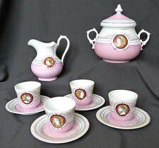 Service à café ancien en porcelaine à décor de profils en médaillon XIXème