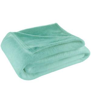 Cosy House Ultra Soft Fleece Blanket - Lightweight Throw Blanket for All Seasons