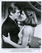 JAMES BOND 007 ROGER MOORE LOIS CHILES MOONRAKER 1979 VINTAGE PHOTO ORIGINAL #44