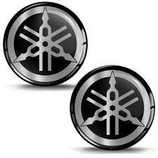 2 Resinati 3D Adesivi Yamaha R1 R6 Diapason Logo Emblem Argento Auto Moto Casco