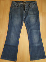 Levi's 572 Jeans Denim Boot Cut Zip Fly Blue Ladies Size W31 L32
