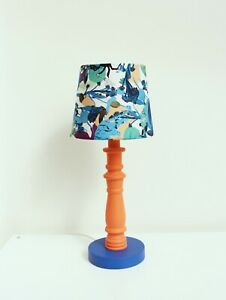 Table lamp with fan lampshade