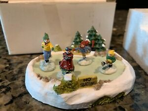 Liberty Falls Christmas Village Skating Pond Complete with 4 Figures and Box