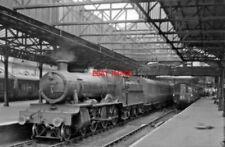 PHOTO  GWR MANOR NO 7802 BRADLEY MANOR 1962 AT CREWE RAILWAY STATION WELLINGTON
