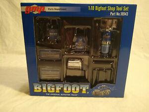 1/18 scale diecast - Bigfoot Car Garage Tool Set -