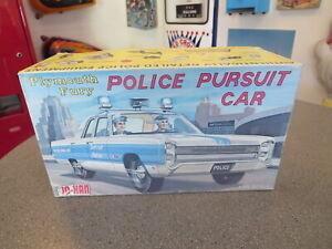 JOHAN PLYMOTH FURY- POLICE PURSUIT CAR #GC-1300  KIT 1/25 SCALE