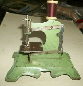 Vtg Child's Toy Sewing Machine - Cast Steel Old Green Paint