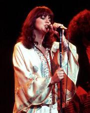 Linda Ronstadt UNSIGNED photo - K9128 - American popular music singer