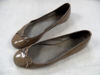 KENNEL&SCHMENGER  Lackleder Ballerinas mit Schleife braun Gr. 9 / 43  TOP BI618