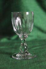ancien petit verre à porto cotes plates et jambe balustre inversée