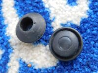 2 X FORD CORTINA MK3 MK4 MK5  REAR 1/4 PANEL BLANKING GROMMETS NOS GENUINE FORD