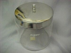 Pyrex Canister with metal Lid Made USA 5 .5 in tall VGC