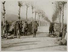 WORLD WAR ONE WW1 ORIGINAL PHOTO - BRITISH TROOPS BARRICADING THE ROAD ITALY