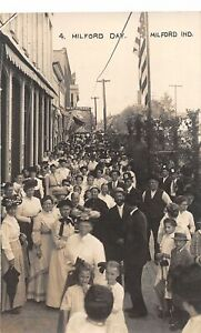 H71/ Milford Indiana RPPC Postcard c1910 Milford Day Patriotic Crowd 145