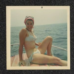 LQQK vintage 1960s photo, LOVELY SWIMSUIT BEAUTY POSED ON A BOAT #63