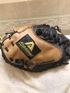 "Akadema APM42 Praying Mantis 32"" Youth Baseball Catchers Mitt Right Hand Throw"