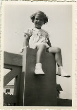 PHOTO ANCIENNE - VINTAGE SNAPSHOT - ENFANT COIFFURE MODE JAMBES - LEGS FASHION