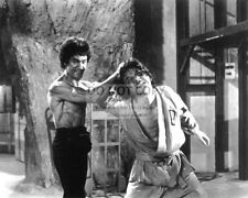 """BRUCE LEE AND JACKIE CHAN IN """"ENTER THE DRAGON"""" - 8X10 PUBLICITY PHOTO (BB-798)"""