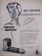 PUBLICITÉ 1957 CREME NIVEA UN VISAGE ÉTONNAMMENT JEUNE - ADVERTISING