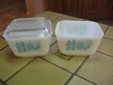 PYREX 2 SMALL REFRIGERATOR DISHES W/ 1 LI D TURQUOISE AMISH BUTTERPRINT ROOSTER