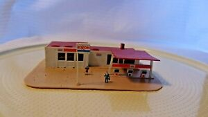 N Scale Pola Exxon Gas Station Building, Built, Vintage, Red and White