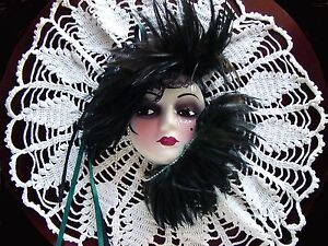 UniQue CReaTioNs Flapper Lady Girl Face Figurine Mask Feather WaLL Hanging Decor