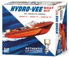 MPC 883  HYDRO-VEE Speed Boat W/ Trailer and Outboard plastic model kit 1/18