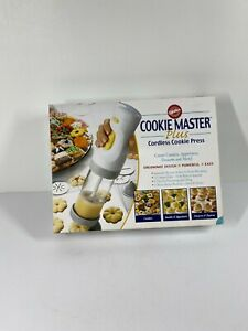Wilton Cookie Master Plus Cordless Cooke Press 12 Disks 4 Tips with Box