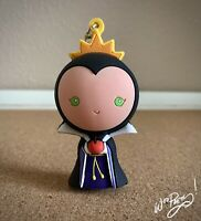 2015 Disney EVIL QUEEN from Snow White Figural Keyring Keyfob Keychain Series 2