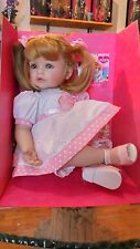 Bambola Adora Doll Happy Birthday bambolotto collezione doll bambina idea regalo