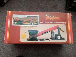 Hornby R515 operating conveyor