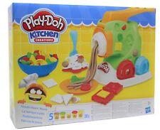 Play-Doh Nudelmaschine mit Knetmasse, 4 verschiedenen Aufsätzen, Teller, Besteck