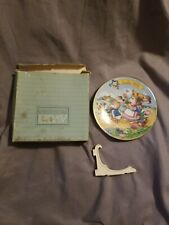 """Avon """"Easter Parade"""" Collectible 1993 Easter Plate Trimmed In 22K Gold & Stand"""