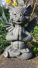 Süsser Gartendrache im Lotussitz Yoga Gartenfigur Drachen Figur Figuren JOGA