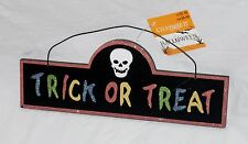 TRICK OR TREAT SKULL SCARY RUSTIC WOODEN DECORATION PLAQUE SIGN WALL HANGING