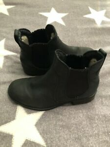 Black Leather UGG Boots Size 6.5