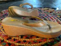 Sandals Women's flip flops shoes Sz. 9 Volatile Camel Snake Wedge Thong Platform