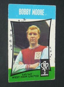 FOOTBALL A & BC CARD 1967 STAR PLAYERS #11 BOBBY MOORE WEST HAM HAMMERS ENGLAND
