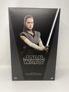 Hot Toys MMS446 Star Wars The Last Jedi Rey (Jedi Training) 1/6 Scale **Used**